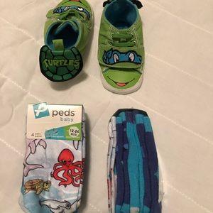 TMNT turtles Velcro slipper with 8 pairs of socks